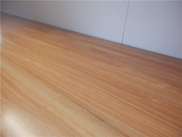 Laminate Flooring Blackbutt 1215mm X 165mm X 12mm 8 Pcs 1603m