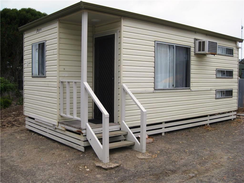 Jayco cabin unit 1 two bedroom fully self contained with for Self contained cabin