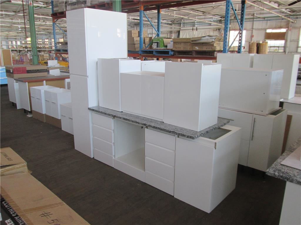 Kitchen length 2500mm x depth 800mm x height 820mm for Kitchen cabinets 800mm