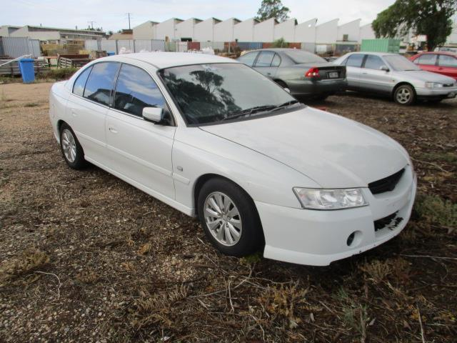 Holden Commodore -Year 2004 (12) -V Z -Sedan White-104,162