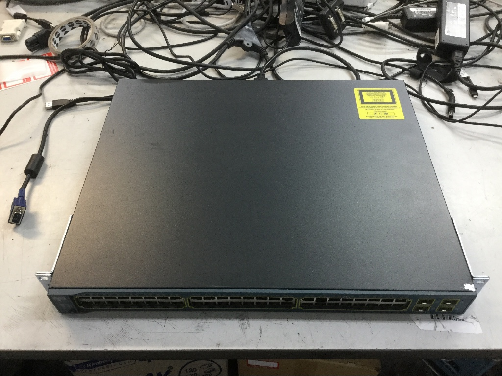 Cisco Catalyst 3560 Series PoE-48 Network Switch, Appears to