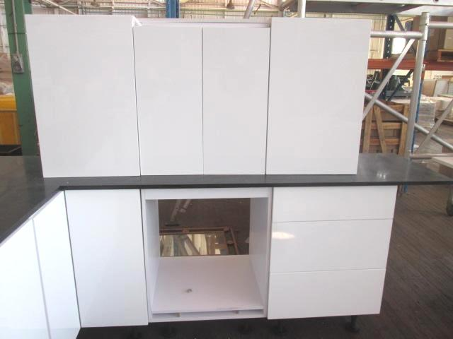 Kitchen suite ex display l shape kitchen engineered for Kitchen cabinets 700mm